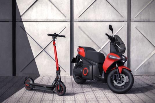 Elektrokoloběžka Seat e-Kickscooter a elektriký skútr e-Scooter