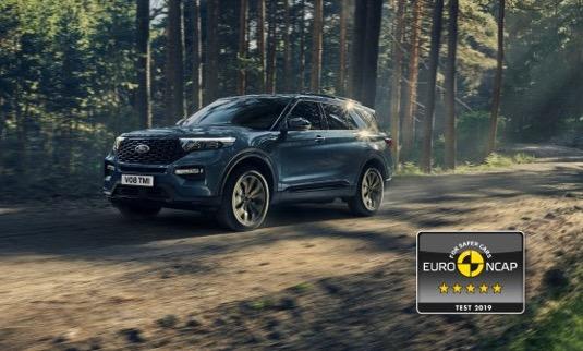 Ford přináší do světa elektrifikovaných automobilů pětihvězdičkovou bezpečnost. Nezávislá organizace Euro NCAP udělila modelu Explorer Plug-in Hybrid maximální hodnocení.