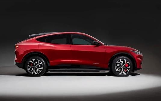 auto elektromobil Ford Mustang Mach-E
