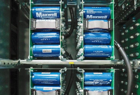 Superkondenzátory společnosti Maxwell, kterou shodou okolností nedávno koupila Tesla.