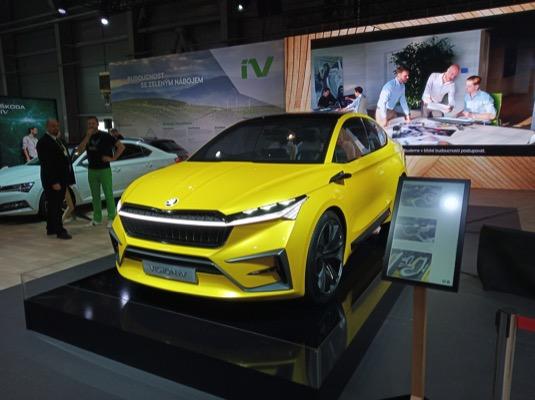 Do konceptu elektromobilu Škoda Vision iV bylo možné se i posadit.