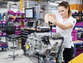 Elektromobil BMW iX je první vůz značky vybavený technologií elektrického pohonu páté generace. To znamená inovativní elektromotor zapozdřený společně s dalšími komponentami.