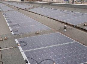 Sluneční energie z fotovoltaických fólií pohání stanici vídeňského metra