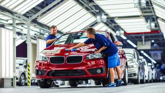auto výroba elektromobilů aut BMW