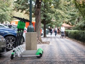 Nový tarif cílí na uživatele, kteří koloběžky Lime využívají k pravidelnému dojíždění a je tedy cestou, jak službu lépe zpřístupnit komunitě lokálních jezdců. Novinka je dostupná od dnešního dne a k její aktivaci postačí zakoupit si daný tarif přímo v mobilní aplikaci.