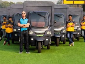 auto elektromobily elektrická riška Amazon Jeff Bezosd