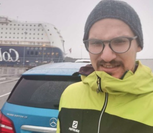 Zimní bunda, kulich a rukavice. Základní vybavení na long distance trip z Norska do Čech.