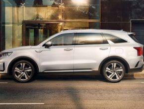 Sorento nabídne nový hybridní pohon 1,6 litru T-GDi, stejně tak benzínovou jednotku 2,5 litru T-GDi a naftový agregát 2,2 litru.