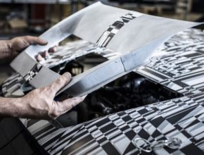 Vnější zpětná zrcátka, kryty otvorů pro přívod vzduchu a chlazení byly vyrobeny nejmodernější technologií HP Multi Jet Fusion