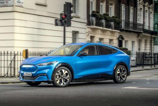 """Mustang Mach-E přijíždí do Evropy, aby podpořil sílící zájem o automobily s elektrickým pohonem. Veřejnosti se představí v Londýně na speciální akci """"Go Electric"""""""
