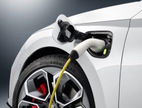 Škoda Auto na videu poprvé odhaluje první detaily nového modelu Škoda Octavia RS iV.