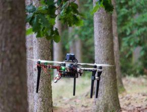 Odborníci ze skupiny Multirobotických systémů Fakulty elektrotechnické ČVUT (MRS) se spojili se společností ADVACAM, se kterou pracují na vývoji dronu samostatně vyhledávajícího radiaci.