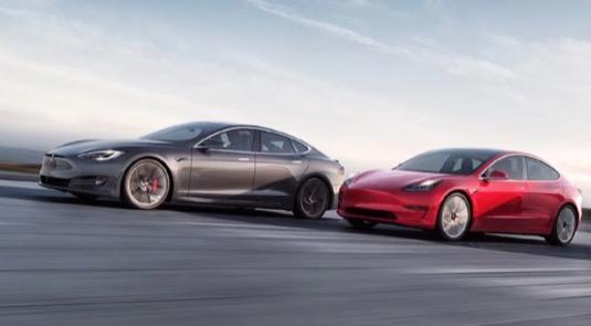 auto elektromobil Tesla Model S a Model 3