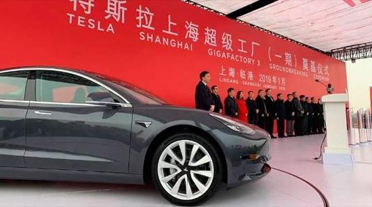 auto elektromobil Tesla Model 3 výroba Čína Šanghaj