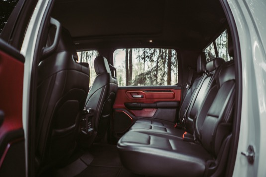 Tolik prostoru nabídne málokterý vůz, uvnitř můžete klidně tančit.