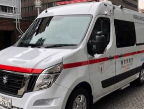 auto elektromobil Nissan NV400 záchranka ambulance Tokio