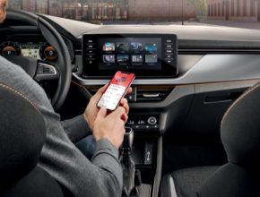 Aktualizovaná aplikace pro chytré telefony nabízí ještě větší uživatelskou přívětivost a komfortnější obsluhu. Je klíčem pro bezdrátové propojení s vozem po jednorázovém přihlášeí.