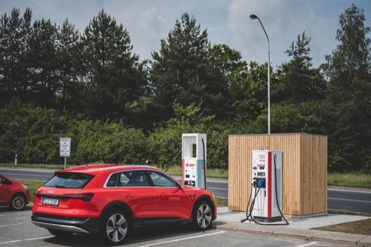 Elektromobilisté si na ní dobijí své vozy energií z obnovitelných zdrojů stejně jako na řadě dalších stanic v síti E.ON.