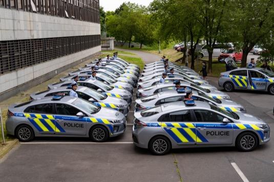 Nové elektromobily Policie ČR