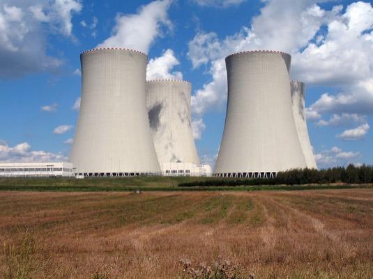 chladící věže jaderné elektrárny