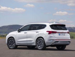 Vylepšená verze vlajkové lodi značky Hyundai v evropském segmentu SUV nabízí řadu prémiových vylepšení a nové hybridní pohony s možností vnějšího nabíjení i bez ní.