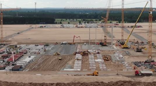 auto továrna elektromobily výroba Tesla Gigatovárna Berlín červenec 2020