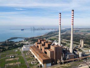 Portugalsko uhelná elektrárna Sines na pobřeží