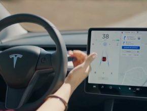 Tesla Autopilot systém
