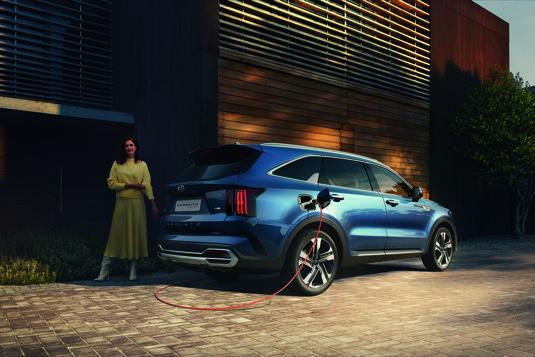 Přeplňovaný hybridní pohon kombinuje bateriový modul o kapacitě 13,8 kWh, elektromotor o výkonu 66,9 kW, motor 1,6 litru T-GDI a šestistupňovou automatickou převodovku