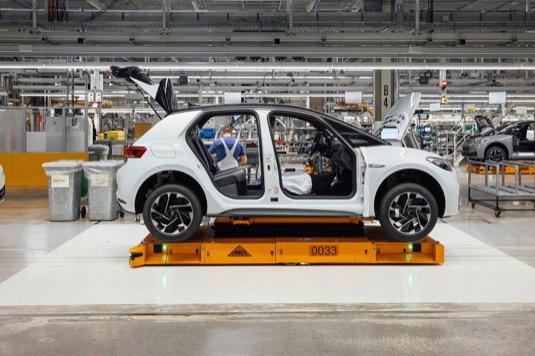 Volkswagen pokračuje v elektrické ofenzivě: Závod Cvikov zahájil sériovou výrobu modelu ID.4