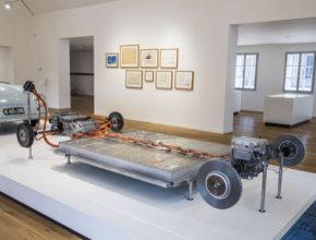 """Expozici Rodného domu Ferdinanda Porsche obohacují nové atraktivní exponáty: Porsche 356 """"Nr. 1"""" Show Car a Modulární elektrifikovaná platforma (MEB)."""