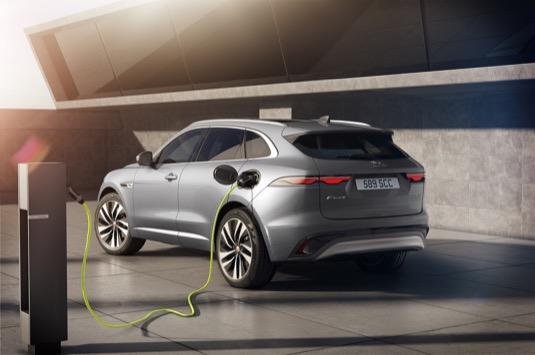 Vylepšený design exteriéru, zcela nový interiér, pokročilá konektivita a poprvé úsporné elektrifikované motory