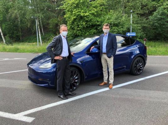 auto elektromobil Tesla Model Y šéf Volkswagenu Herbert Diess