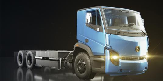 Těžký elektrický nákladní vůz Lion8 může být vybaven až 480kWh baterií pro výkon až 350 kW/3500 Nm.