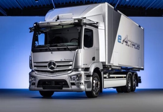 Na začátku roku 2018 oslavil výrobce světovou premiéru kompletně zdokonaleného modelu Mercedes-Benz eActros, který od podzimu 2018 absolvuje intenzivní praktické testy u zákazníků. Poznatky ze zkušebního provozu u zákazníků jsou od té doby přímo využívány ke zdokonalování prototypů, aby dosáhly vyzrálosti vozidla pro sériovou výrobu.
