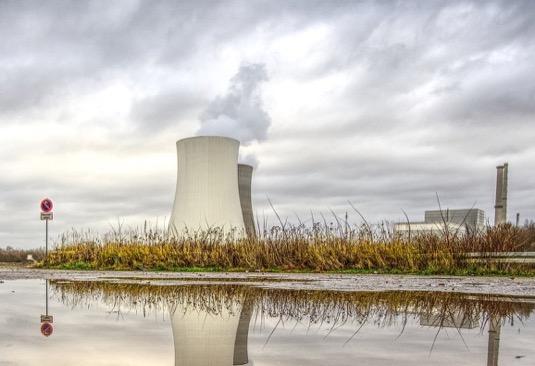 Podle zprávy Světové asociace provozovatelů jaderných zařízení WNA jaderné reaktory v roce 2019 vyrobily celosvětově celkem 2 657 TWh elektřiny, což představuje nárůst již sedmý rok po sobě. Výkon 442 provozovaných reaktorů na konci roku 2019 byl 392 GW, což je o 5 GW méně než na konci roku 2018.