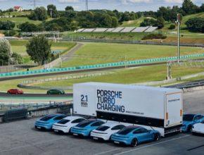 Porsche Trubo Charging - Maximální výkon nabíjecí stanice je úctyhodných 3,2 MW. Celková kapacita je 2,1 MWh, což se rovná asi 30 plným nabitím Taycanu.