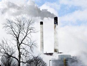 Rychlejší tempo snižování emisí také urychlí rozvoj obnovitelných zdrojů. Jen v dodávkách elektřiny bude do deseti let zelená složka tvořit až 65 %.