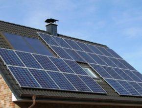 V posledních letech jsou fotovoltaické solární elektrárny v domácnostech opět hitem, mimo jiné díky dotačnímu programu Nová zelená úsporám.