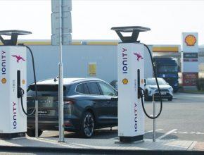 Česká republika je v pořadí třetí zemí ve střední a východní Evropě, kde je na čerpací stanici Shell instalována dobíjecí infrastruktura IONITY umožňující nabíjet výkonem až 350 kW.