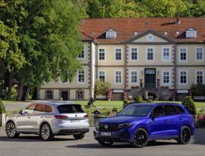 Externě nabíjitelný hybridní pohon je k dispozici ve dvou výkonových verzích. Elektrifikovaná vrcholná SUV stojí 2 018 900 Kč (eHybrid), resp. 2 212 900 Kč (R).