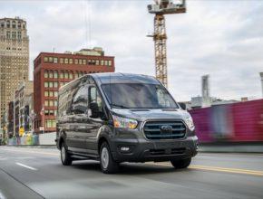 Sériově montovaný modem FordPass Connect pomůže zákazníkům optimalizovat efektivitu vozových parků, snadno vyhledávat i platit nabíjení nebo aktualizovat navigaci i další funkce vozu na dálku
