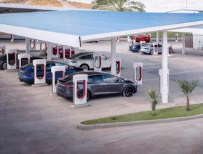 auto nabíjecí stanice Tesla Supercharger