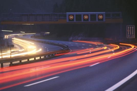 Společnost ASFiNAG je prvním poskytovatelem infrastruktury v Evropě, který instaluje technologii C-ITS v takovém rozsahu na své dopravní infrastruktuře