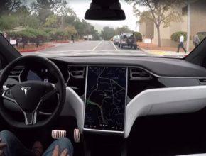 auto elektromobil Tesla robotické řízení Autopilot