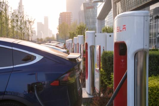 Tesla Supercharger nabíjecí stanice stojan