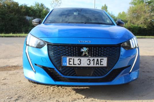 Jako většina elektromobilů, i Peugeot e-208 nabízí několik zbytečných jízdních módů jako je Eco, Sport a Normal. K ničemu!
