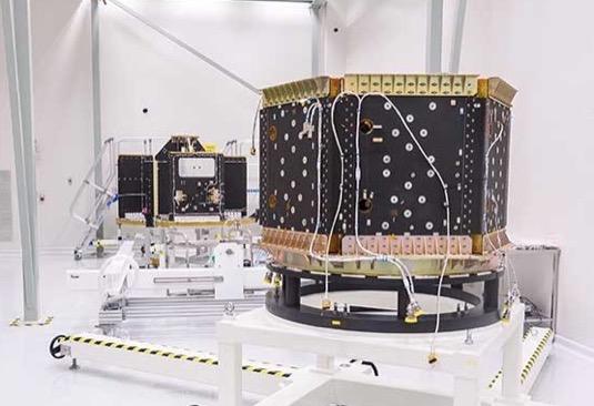 Hlavními partnery v projektu jsou české firmy G.L. Electronics a Huld. Dohodu o spolupráci podepsali a oznámili zástupci firem minulý týden na panelové diskusi v rámci festivalu kosmických aktivit Czech Space Week.