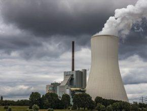 Rychlejší tempo snižování emisí urychlí také rozvoj obnovitelných zdrojů. Jen v dodávkách elektřiny bude do deseti let zelená složka tvořit v Evropě až 65 %.
