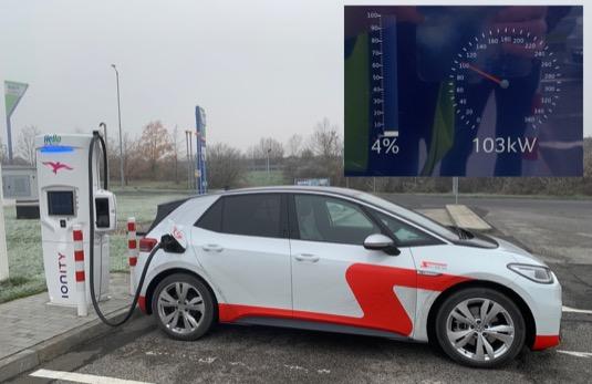 Nejvyšší zaznamenaný nabíjecí výkon elektromobilu Volkswagen ID.3 1st Max v průběhu cesty.